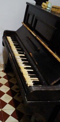 Piano vertical usina campeste.
